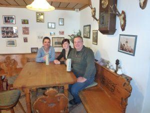 Die Wirtsleute Karin, Michl und Lina